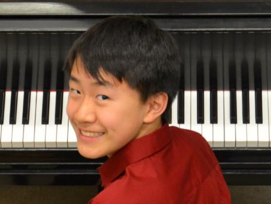 Roger Xia, piano