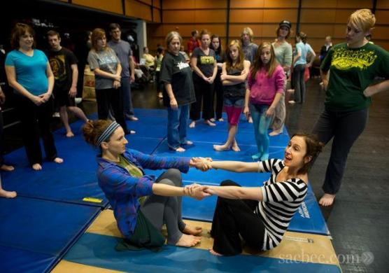 Lauren Godla, left, and Christine Germaine, right, and participants at family circus workshops. Credit Randy Pench, Sacramento Bee
