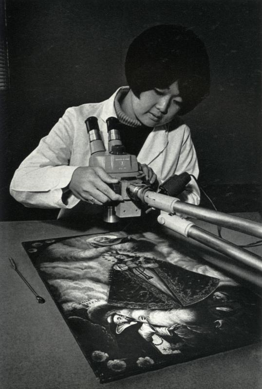 Student at work in the UC Davis Laboratory in Fine Arts and Museology