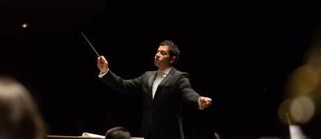 Christian Baldini conducts the UC Davis Symphony.